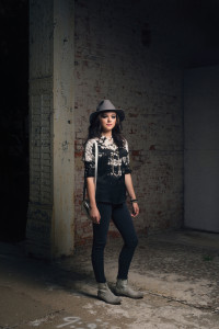 HEMLINE MONROE This tie-dye print 3/4 sleeve henley blouse looks great with black super skinny jeans and distressed round toe leather boots. A gray felt hat and beaded jewelry complete this perfect look for Fall.