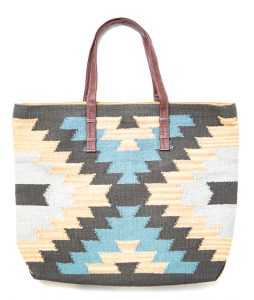 PRINTED TOTE - This cute tote is great for casual days or a trip to the the lake.